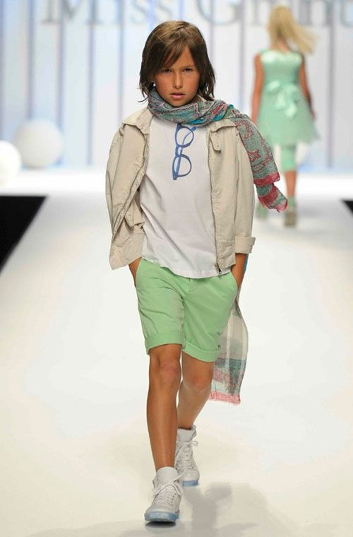 Grant garcon matches the girls in sorbet gree shorts for kids fashion summer 2013 674x1024 Grant Garçon inspiración